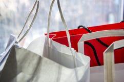 Shoppa pappers- påsar arkivfoton