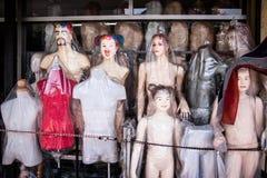 Shoppa passande plast- för kläder fotografering för bildbyråer