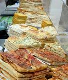 shoppa specialiserat i focaccia och välfyllda pizza royaltyfri bild