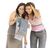 shoppa två kvinnor Fotografering för Bildbyråer
