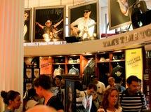 shoppar den berömda hårda london för cafen rocken royaltyfri bild