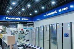 Shoppar elektriska anordningar för det Panasonic hushållet Royaltyfri Foto