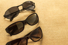 Shoppar högkvalitativ lense för solglasögon för sommarskuggor och avtal Arkivbilder