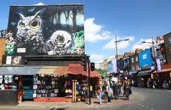 Shoppar i Camden High Street, London Arkivbilder
