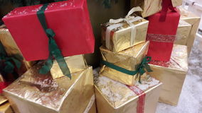 Shoppar idérik garnering för julklappar för och hus Arkivbilder
