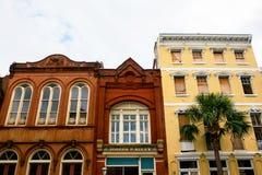 Shoppar och hus i i stadens centrum charleston i South Carolina Royaltyfria Foton