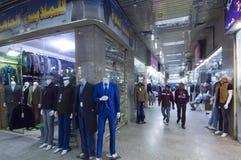 Shoppar och shoppare i gamla Batha Riyadh, Saudiarabien, 01 12 2016 Royaltyfri Foto