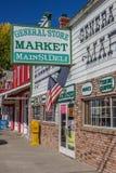 Shoppar på den huvudsakliga gatan Bridgeport, Kalifornien Royaltyfri Bild