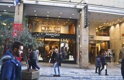 Shoppar på Ermou gataAten Grekland Royaltyfri Bild