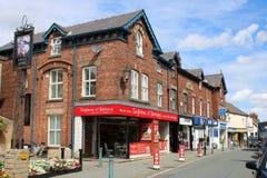 Shoppar storgatan, Garstang, Lancashire, UK royaltyfri fotografi