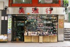 Shoppar traditionella skor i Hong Kong Royaltyfria Bilder