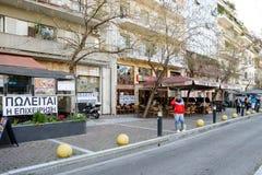 Shoppar upp till salu på den Victoria fyrkanten i Aten arkivbilder