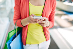 Shopper with cellphone Royalty Free Stock Images