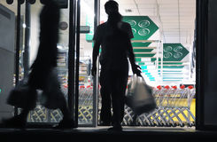 Shoppers exiting grocery store (blurred motion) Royalty Free Stock Photos