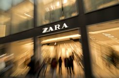 Shoppers in the main entrance of Zara store Royalty Free Stock Photo