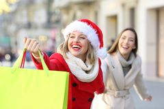Shoppers shopping in christmas on the street royalty free stock photos