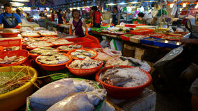 Shoppers visit the famous seafood market in Donggang Taiwan Royalty Free Stock Photos