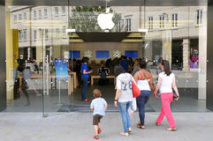 Shoppers Walk to an Apple Store Royalty Free Stock Photos