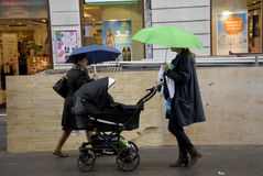 SHOPPERW WITH UMBRELLAS Royalty Free Stock Images
