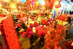 Shoppin lunaire chinois d'an neuf de Singapour Chinatown photo stock