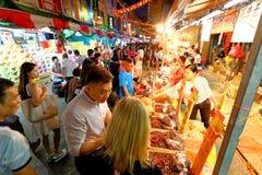 Shoppin lunare cinese di nuovo anno di Singapore Chinatown immagini stock