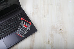 Shopping basket on a laptop. Royalty Free Stock Photography