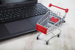 Shopping basket on a laptop. Royalty Free Stock Images