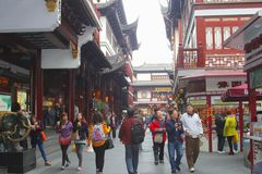 People are shopping in booming Shanghai, China Royalty Free Stock Photography