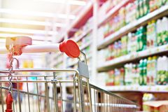 Free Shopping Cart In Store Stock Photo - 124340100