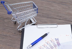 Shopping cart with notepad Royalty Free Stock Photo