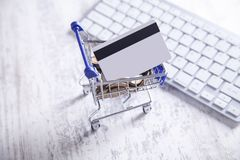 Free Shopping Cart With Credit Card And Keyboard Royalty Free Stock Photos - 166188098