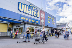 Free Shopping Carts To The Entrance Of GeKas, Ullared Royalty Free Stock Image - 99246326