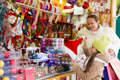 Shopping at the Christmas market Royalty Free Stock Photography