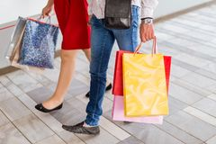 Attractive young couple with shopping bags Royalty Free Stock Images