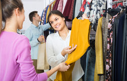 Shopping consultant and client Royalty Free Stock Photography
