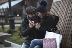 Shopping couple drinking coffee Stock Photography