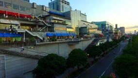 Shopping de aproximação de Odaiba das plataformas em Odaiba, Tóquio Japão vídeos de arquivo