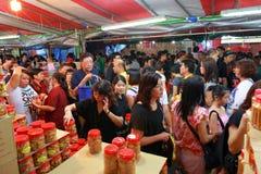 Shopping för nytt år för Singapore kineskvarter kinesisk mån- Royaltyfria Foton