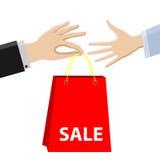 Shopping försäljning Köpet passerar från manliga händer till kvinnlign Royaltyfri Fotografi