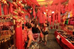 Shopping för nytt år för Singapore kineskvarter kinesisk mån- Fotografering för Bildbyråer