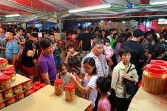 Shopping för nytt år för Singapore kineskvarter kinesisk mån- Royaltyfri Fotografi