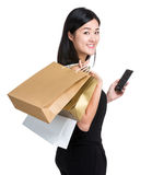 Shopping girl hold mobile phone Royalty Free Stock Images