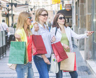 Shopping Girlfriends Royalty Free Stock Photos
