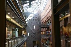 Shopping, konster och stary browar för affärsmitt Arkivbild