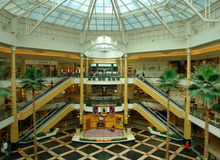 Shopping Mall. The Somerset Collection shopping mall of Troy, Michigan, with its 180 stores and annual sales of approximately $ 600 million, is not only one of Royalty Free Stock Photo