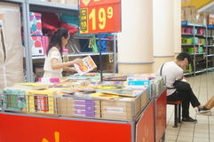 Shopping mall bookstore, the people in reading Stock Image