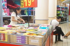 Shopping mall bookstore, the people in reading Stock Images