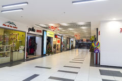 Shopping mall during christmas time Royalty Free Stock Photos