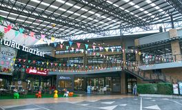 Shopping na estrada de Kluaynamthai, Banguecoque Tailândia, o 16 de dezembro de 2017 Imagem de Stock Royalty Free