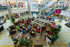Shopping- och underhållningmitt Arkivbild
